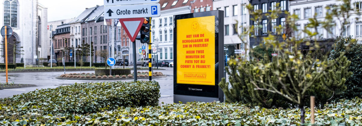 Conny&Franky_Advertising_Advertentie_Cmpagne_Clearchannel_Smiley_Frietjes_Sint-Niklaas_DIFT